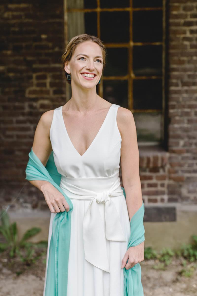 Hanna Witte 30-schlichtes Brautkleid-Claudia Heller-modernes Brautkleid-Seidenkleid-türkise-Seide