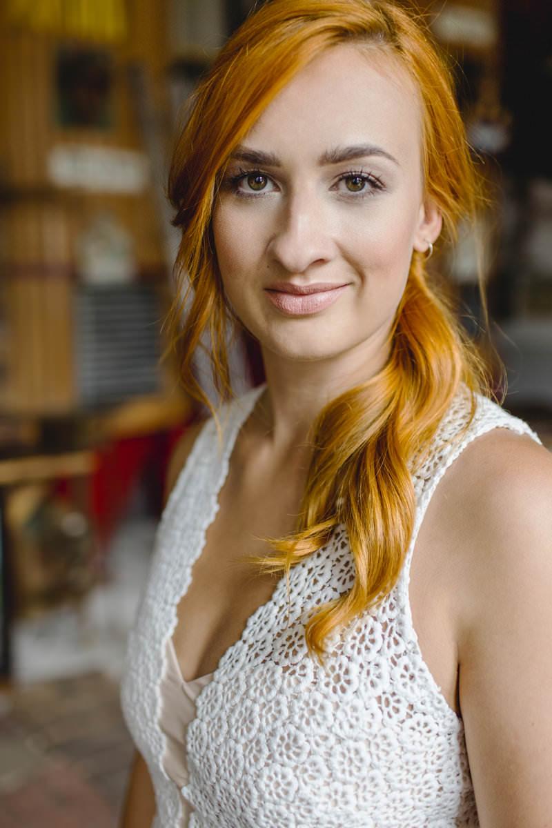 Hanna Witte 57-Leyla-Claudia Heller-Chiffonrock-Spitze-Spitzenoberteil-Boho-Vintage-romantisches BRautkleid-farbige Akzente-Knöpfe-geschlossener Rücken
