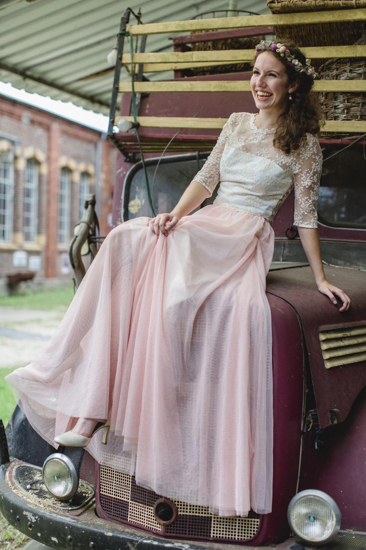 Brautkleid mit rosa Tüllrock maßgeschneidert