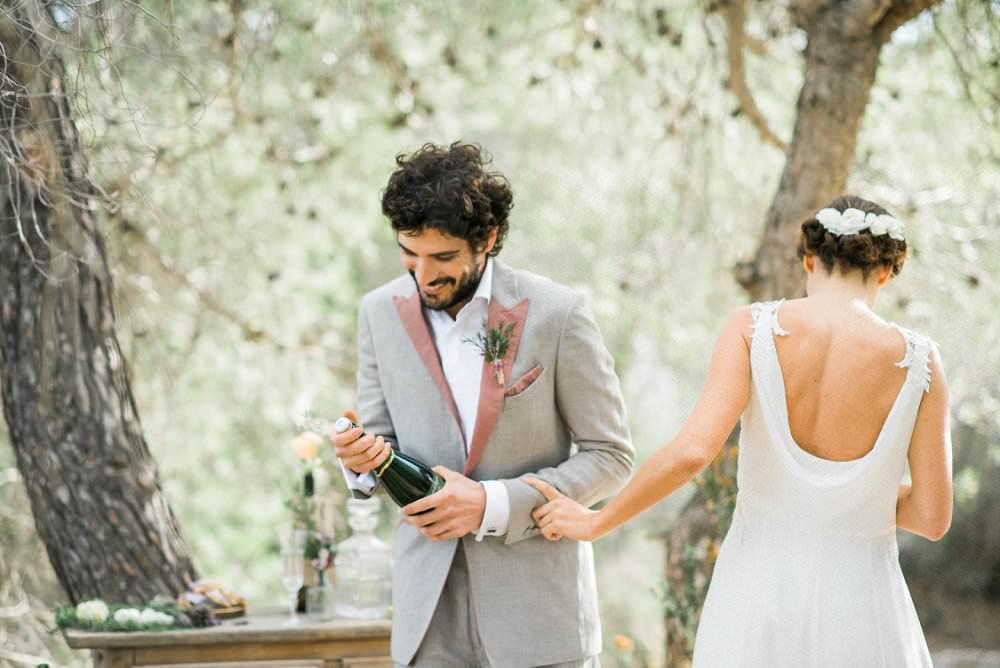 Brautkleid mediterran mit Wasserfall-Ausschnitt