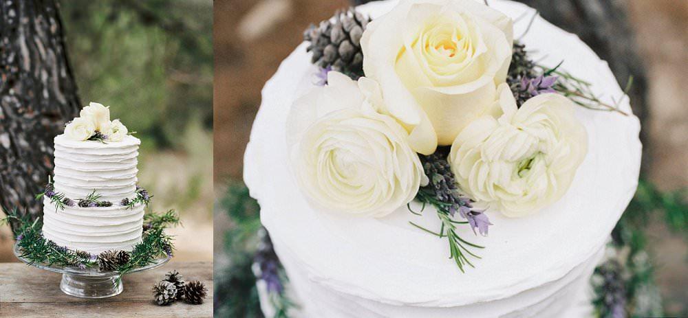 Hochzeitstorte in Weiß im mediterranen Stil