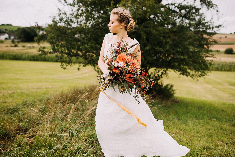 Scheunenhochzeit: Brautkleid im Country Bride-Look