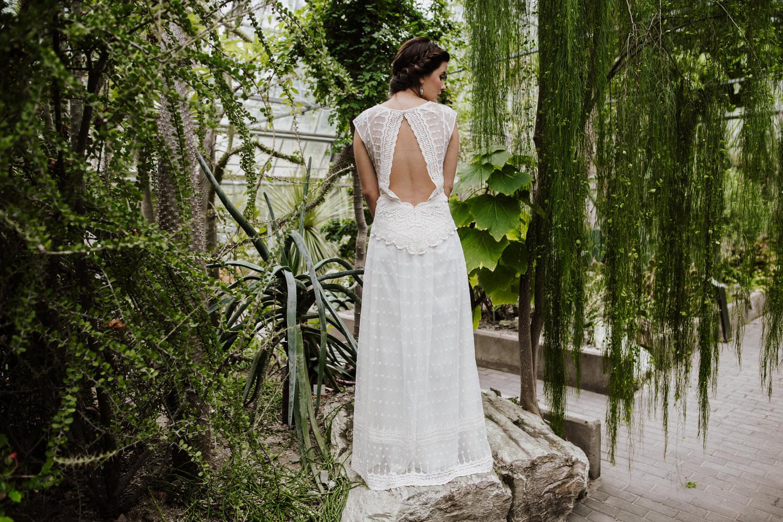 Veganes Hochzeitskleid mit verführerischem Rückenausschnitt von Claudia Heller