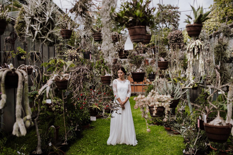 Veganes Hochzeitskleid mit langen Ärmeln von Claudia Heller