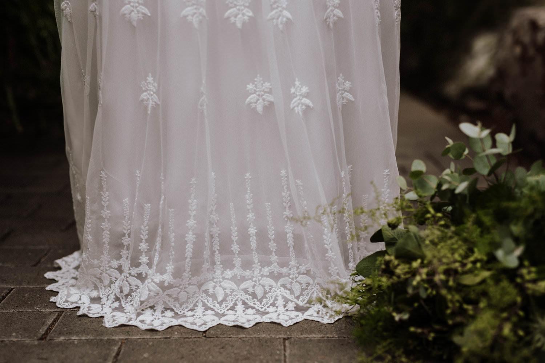 Veganes Hochzeitskleid mit Spitzensaum von Claudia Heller