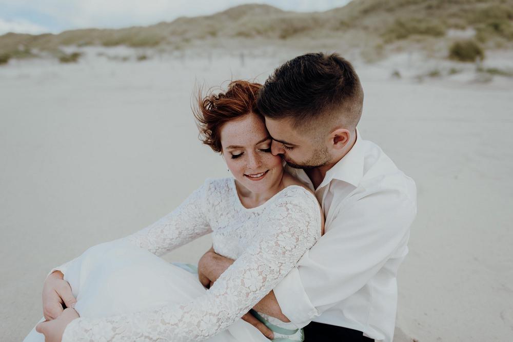 Hochzeitskleid mit Spitzenärmeln l von Claudia Heller Modedesign