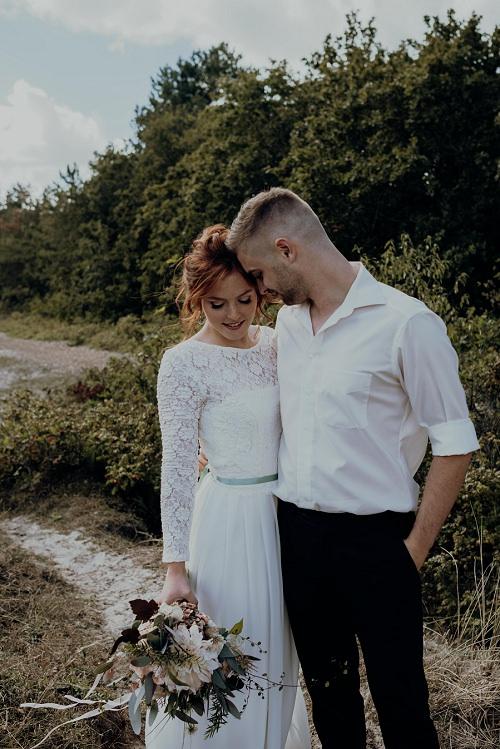 Hochzeitskleid fließend mit Spitze von Claudia Heller Modedesign