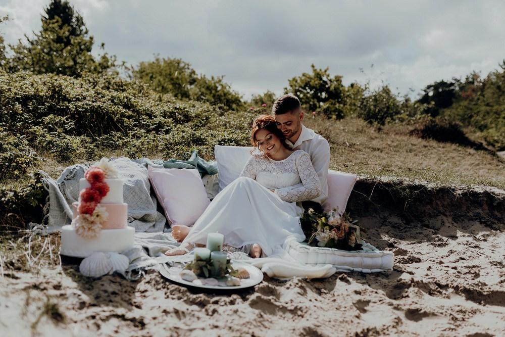 Hochzeitskleid für eine Strandhochzeit mit Spitze l von Claudia Heller Modedesign