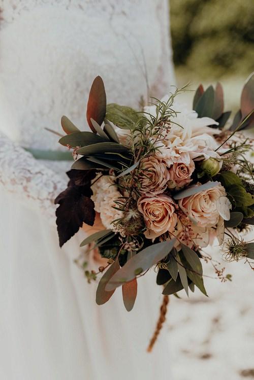 Brautstrauss Rosen und Dahlien