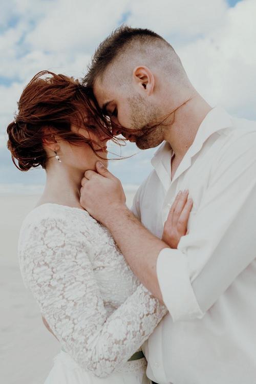 Brautkleid lange Ärmel mit Spitze l von Claudia Heller Modedesign