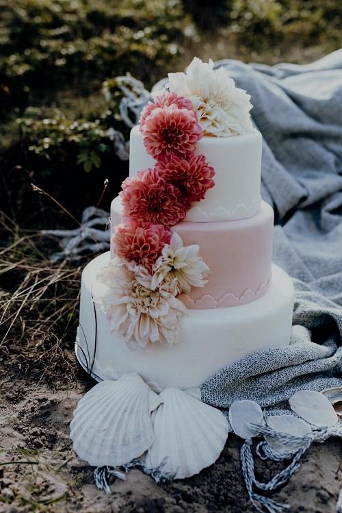Hochzeitstorte Blumen Wasserfall