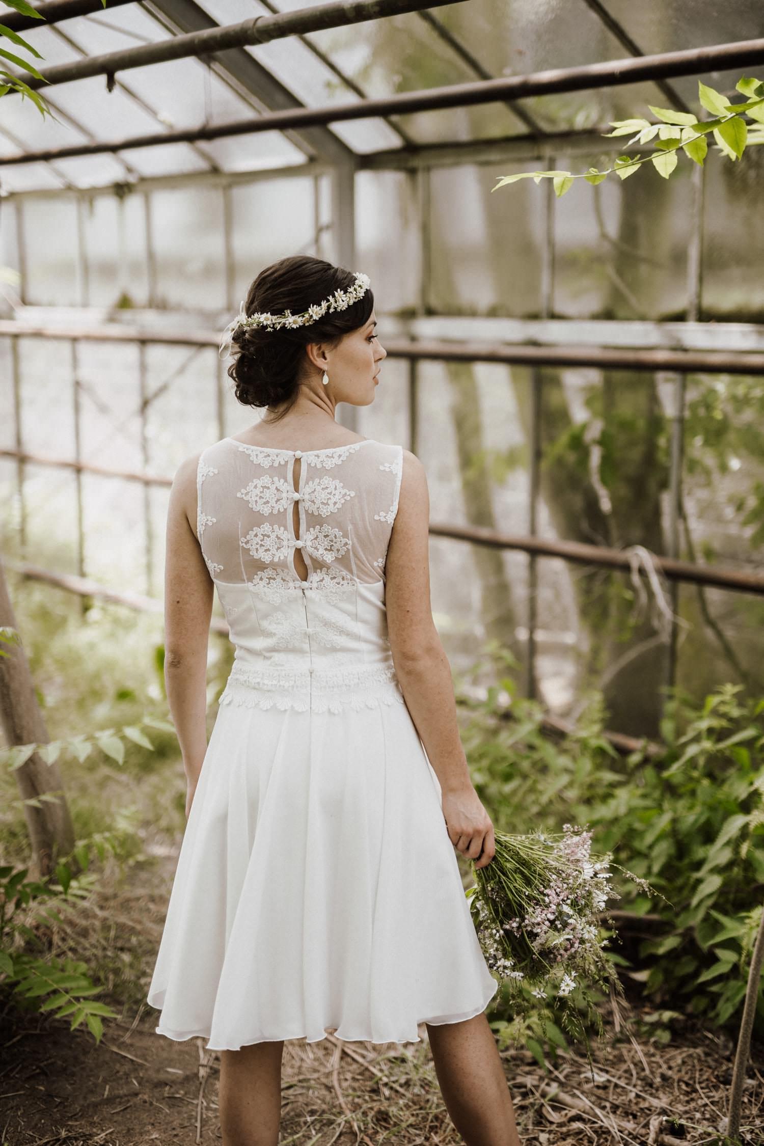 Kira - Hochzeitskleid kurz Spitze mit V-Ausschnitt