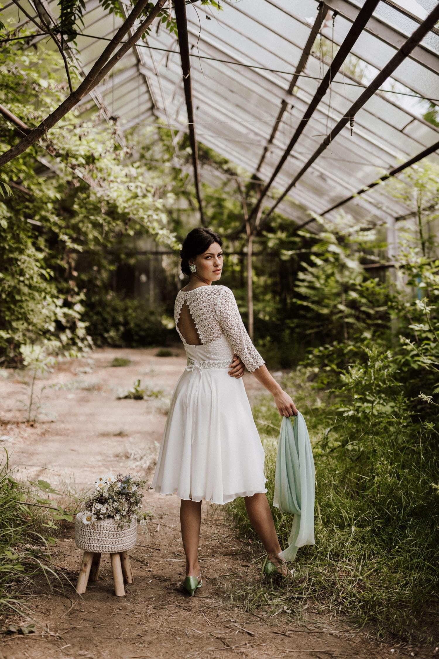 Brautkleid-kurz-Ärmel-Standesamt