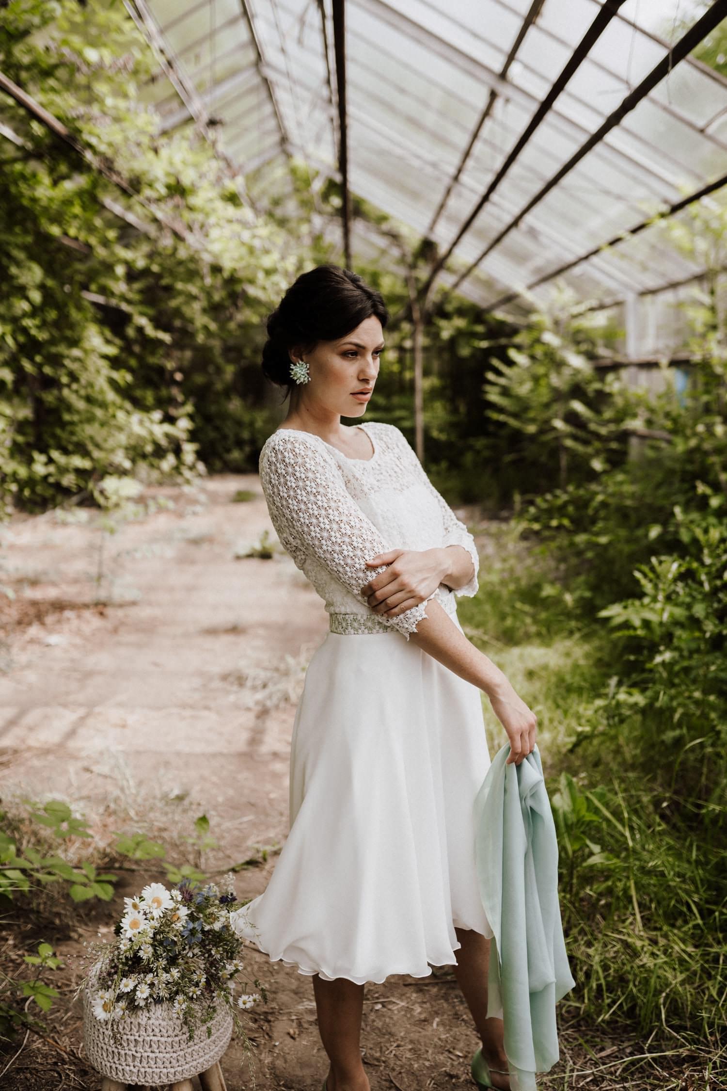 Brautkleid-kurz-Ärmel-Tellerrock