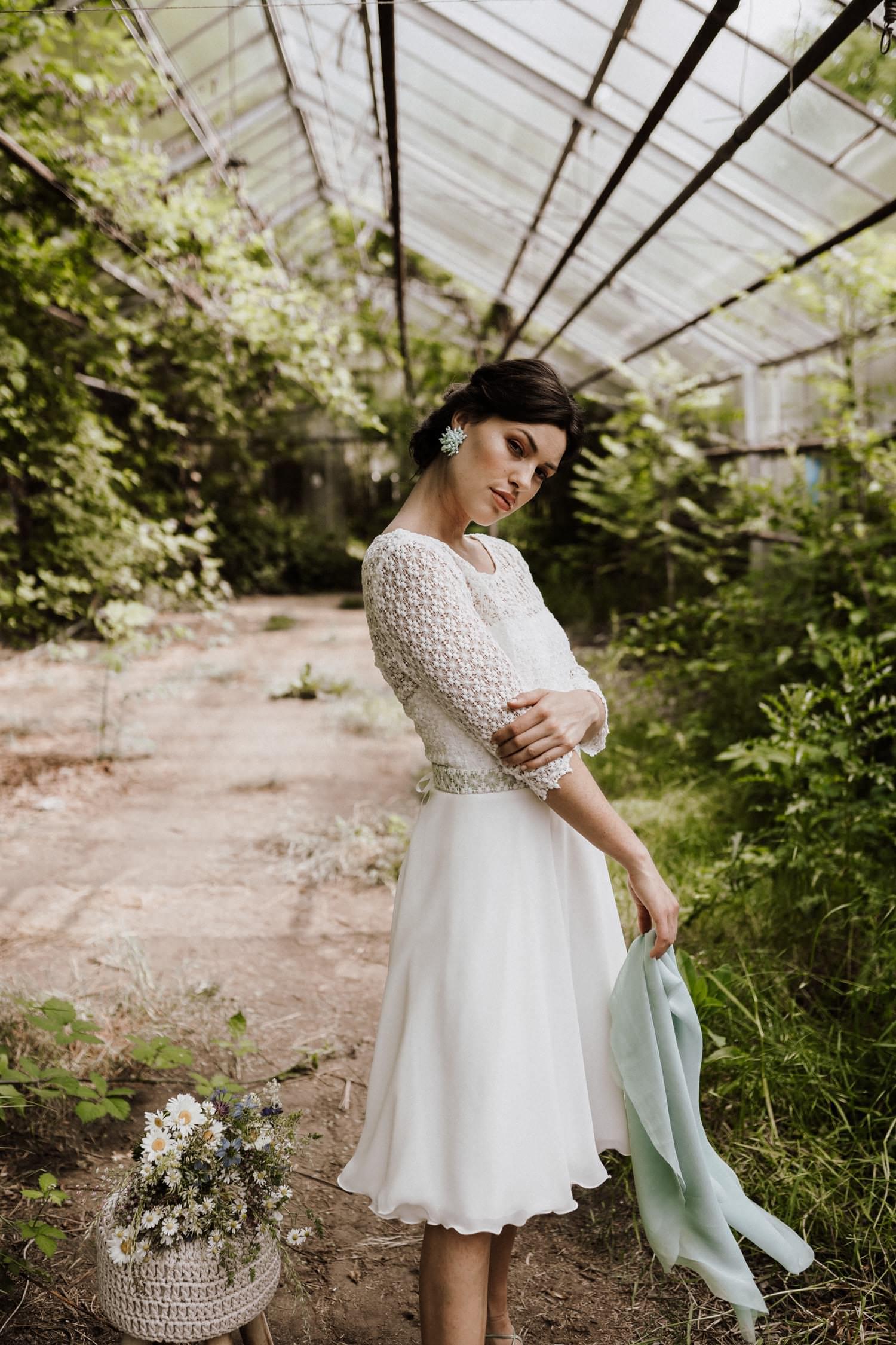 Brautkleid-kurz-Ärmel-Winterhochzeit
