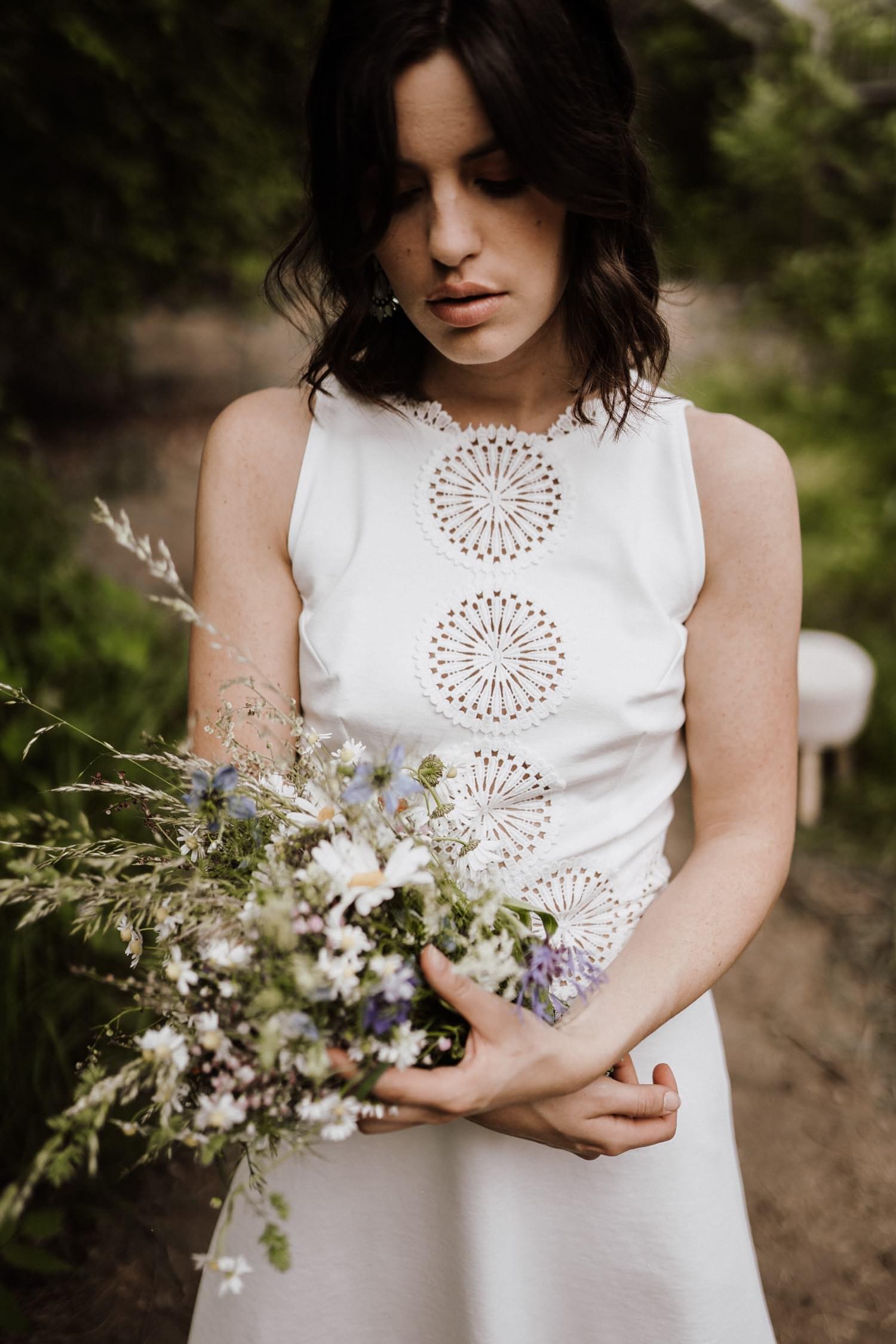 Brautkleid-weiß-kurz-Ornamente