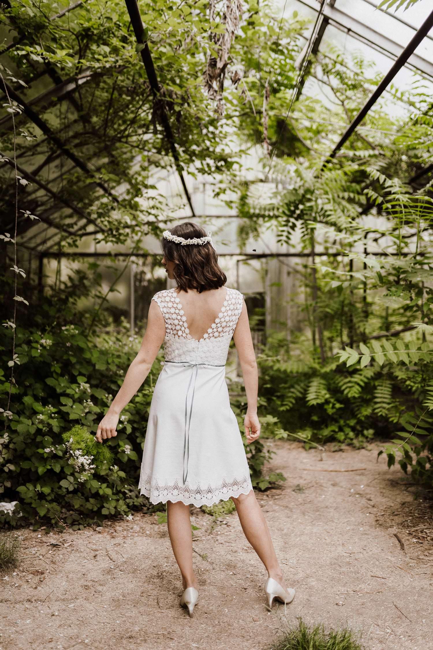 Hochzeitskleid-Standesamt-kurz-einfärbbar
