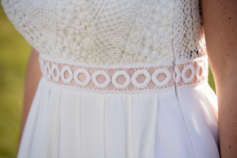 Boho Hochzeitskleid mit Spitze und Gürtel in rosé