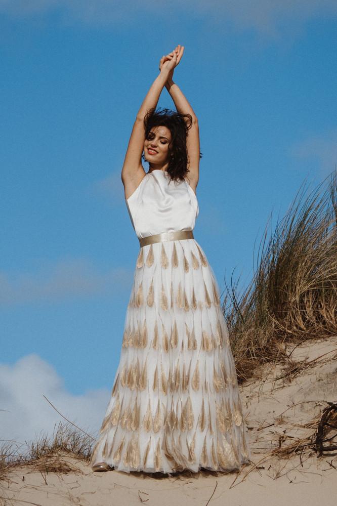 Langes Hochzeitskleid gold modern mit Tüllrock von Claudia Heller Modedesign in Köln