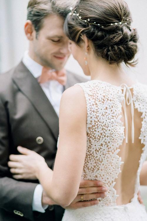 Feminines Hochzeitskleid mit offenem Rücken Ausschnitt