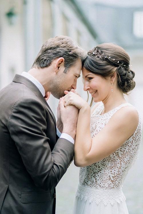 Brautkleid mit Oberteil aus floraler Spitze von Claudia Heller