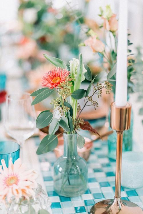 Hochzeit Tischdeko mit Tischläufer aus Mosaik-Fliesen in Türkis