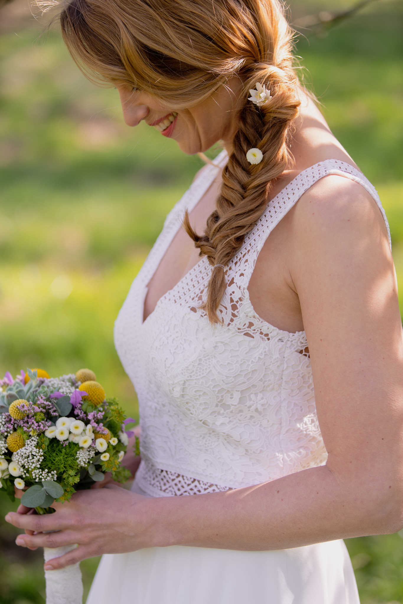 Kurzes Brautkleid im Boho-Stil mit Spitze