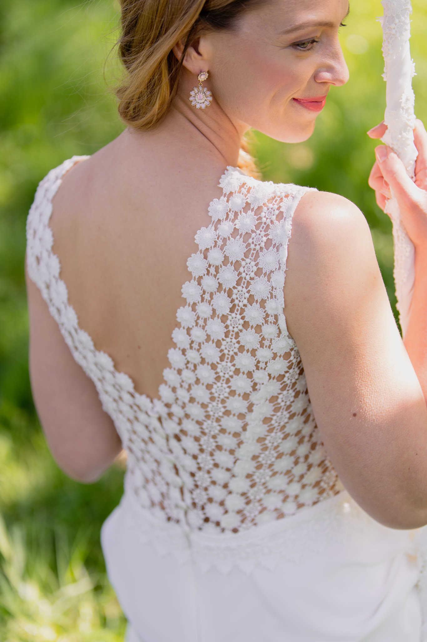 Daisy: Kurzes Brautkleid hochgeschlossen mit Spitze