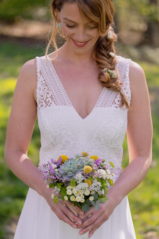 Boho Brautkleid in kurz mit Spitze und V-Ausschnitt