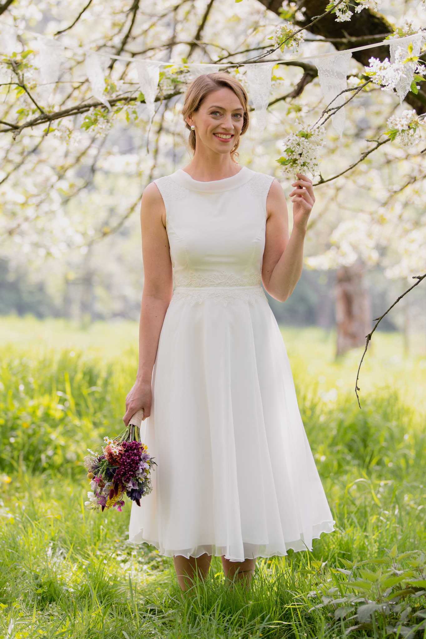 Schlichtes Brautkleid wadenlang mit Spitze - Rosalia  Claudia Heller