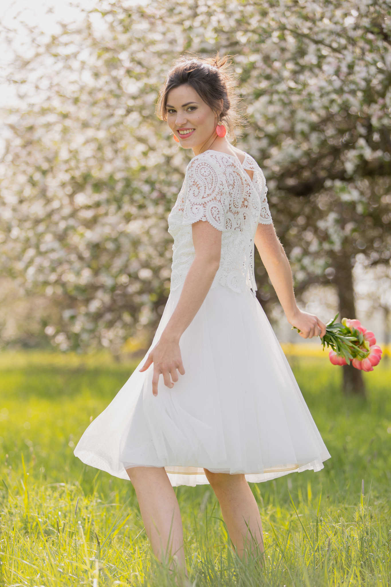 Kurzes Brautkleid Zahra: Rückenfrei mit modernem Top