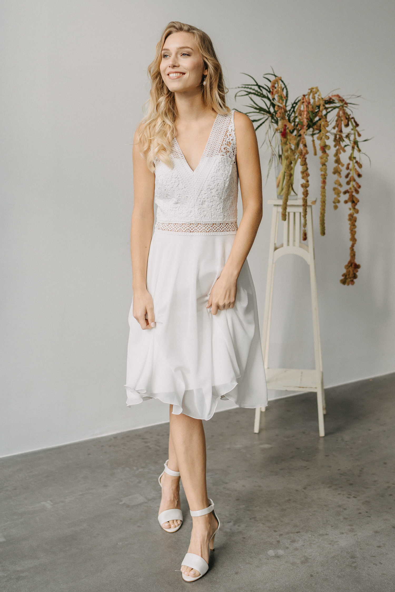 kurzes Brautkleid für das Standesamt