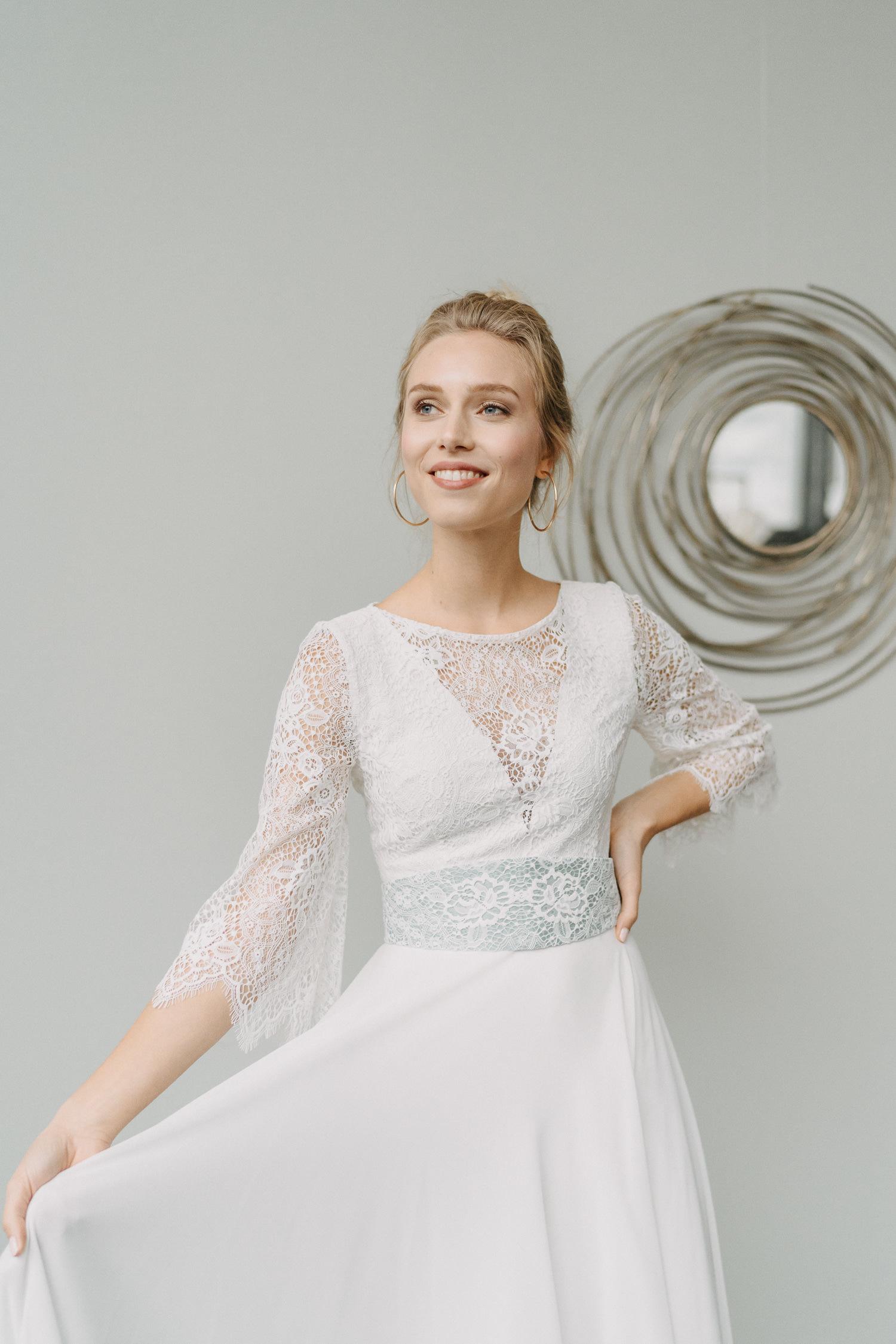 Braut Zweiteiler mit breitem Gürtel in blau