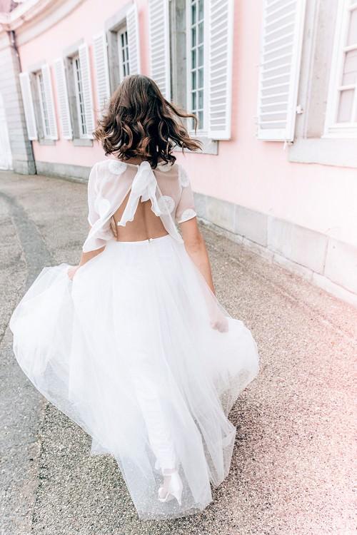 Super leichtes Hochzeitskleid Azure mit offenem Rücken von Claudia Heller Brautmode Köln