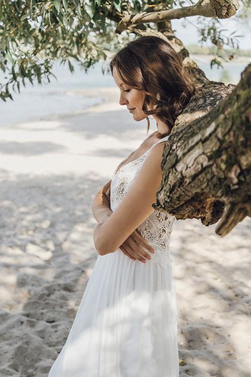 Leichtes Hochzeitskleid Coro mit langem Chiffonrock von Claudia Heller Brautmode Köln
