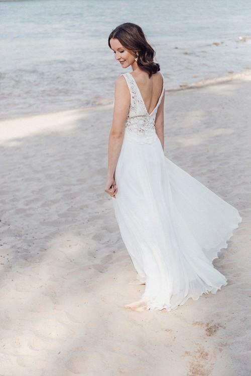 Leichtes Hochzeitskleid Coro mit langem Rock aus Chiffon von Claudia Heller Brautmode Köln